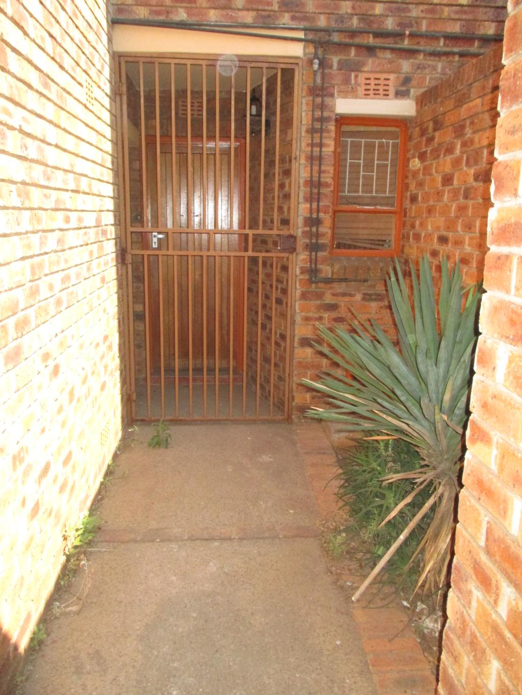 Duplex To Rent in ,