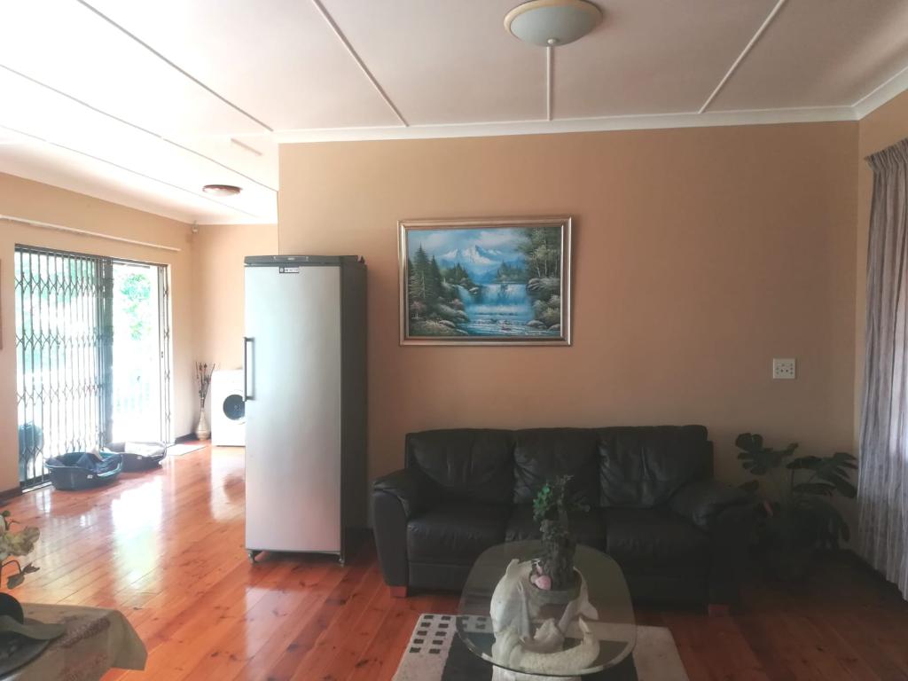 4 Bedroom House To Rent in Athlone, Durban North, KwaZulu ...